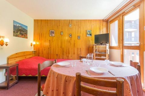 The Residence La Rochette is in Montchavin, 135 m from the resort centre with its shops, restaurants and other amenities. The ski slopes are situated 100 m from the residence and there is a nursery and a ski school 250 m away. There is a car park 100...