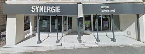 Local commercial de 132 m2 composé de 4 bureaux, une salle de réunion et une pièce informatique. Local commercial déjà loué à Synergie . Revenus locatifs annuels: 24 000 euro; . Les honoraires sont à la charge du vendeur.
