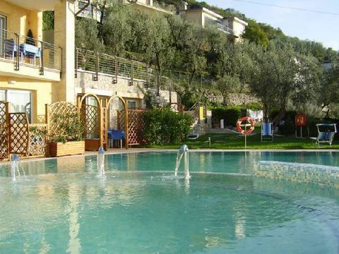 This apartment is located in a beautiful new but small complex, situated on the eastern shore of Lake Garda. The complex is modern and contains 10 studios and apartments. Guests of the complex can use the beautiful pool which offers a magnificent vie...