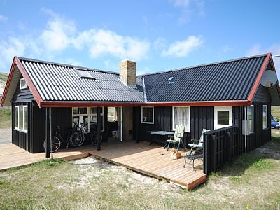 Holiday home suitable for 6 persons . The holiday home is 80 m² and is build in 1963. In 1999 the holiday home was partial renovated. You can bring along 1 pet.} Further more there is 1 wood-burning stove.