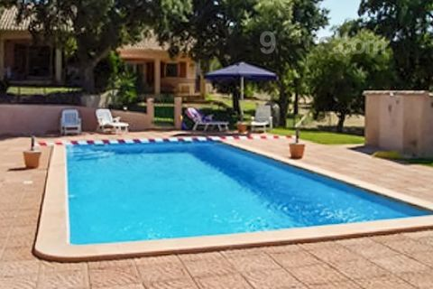 You will quickly feel at home in this practical and cosy holiday villa, which enjoys a great location and all the mod cons you need to relax. The comfy living room is complete with multimedia equipment like a flat-screen TV and DVD player, the tastef...