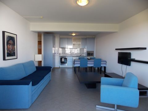 Located in Praia da Rocha. 1 Bedroom Apartment semi-new and completely furnished with modern decor, near the beach, bars, restaurants . Its 60 sqm spread over 1 bedroom, bathroom, living room with sofa-bed, equipped kitchen, big balcony. It has free ...