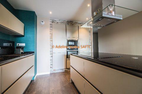 Borgo : Dans une résidence de 2015 se trouve ce magnifique appartement quatre pièces Il se compose d'une cuisine moderne entièrement équipée , un séjour climatisé donnant accès à une très belle terrasse de 26m2 Côté nuit vous trouverez trois chambres...