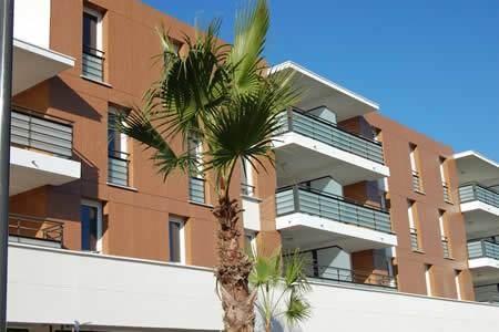 Au coeur du quartier des ALIZES, proche port de plaisance et plage,proximité de toutes commodités, joli T2 de 45.35m2, terrasse 30.85m² cuisine équipée, 1 place de parking.