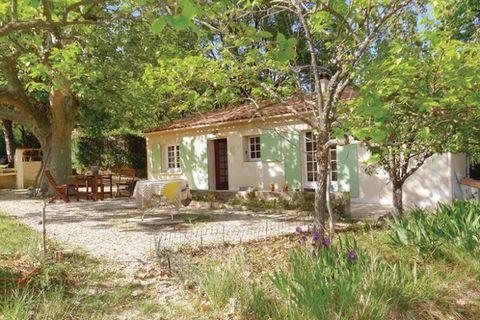 Cette maison de vacances est un charmant mazet situé au calme, très proche (7km) du centre ville d'Aix-en-Provence. Ville d'art et d'histoire, la belle Aix en Provence, sur laquelle plane l'ombre du grand peintre Paul Cézanne, vous accueille avec ses...