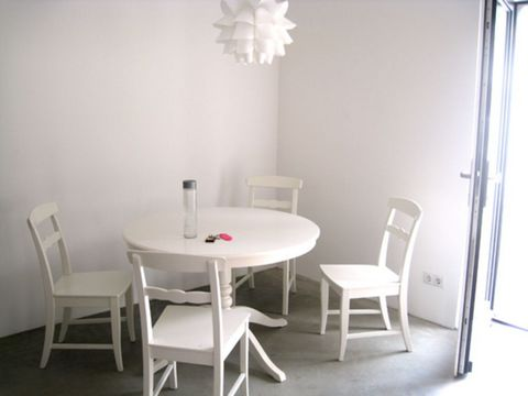 Located in Bonn. Sublet.com Listing ID 3501447. For more information and pictures visit https:// ... /rent.asp and enter listing ID 3501447. Contact Sublet.com at ... if you have questions.