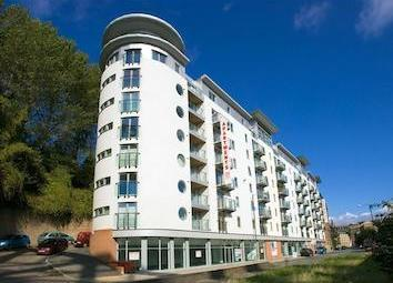 DLS are delighted to present this lovely 2 bedroom quayside apartment a few minutes walk into the city centre. The apartment furnished to a high standard and neutral in colour scheme. There is a large entrance hall way leading to the open plan kitche...