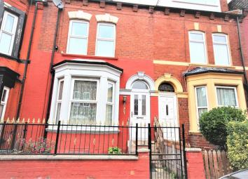 C4P are pleased to present this large 4 bedroom spacious terraced house. 4 Bedrooms Terraced House 2 Reception Rooms Kitchen/Dining Room Conservatory Garden Bathroom Downstairs W.C Elford Grove is located near Roundhay Road and is close to Leeds City...
