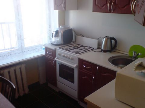 Сдается 3-комн кв-ра м Первомайская, 16-я Парковая ул д19, 9/9этажного, только что после ремонта, пустая с кухней, мебель возможна по договоренности, комнаты смежно-изолированные 18+14-10 кв м, кухня 6м, санузел раздельный в плитке - евростандарт, по...