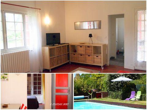 A louer appartement de 53 m2 dans une ancienne ferme entièrement rénovée qui se situe dans un cadre verdoyant, avec piscine, à 1,5 km de la station thermale. Cet appartement dispose d'une terrasse privative, d'une cuisine toute équipée, d'une salle d...