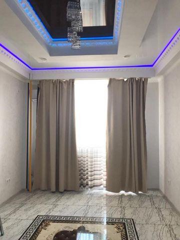 В самом солнечном городе курорте Анапа, в п.Супсех где горный воздух, продается просторная 1 комнатная квартира 50 кв.м. с мебелью. Сделан дизайнерский ремонт (ни у кого такого нет!) из качественных материалов, установлена сплит система. Дом монолитн...