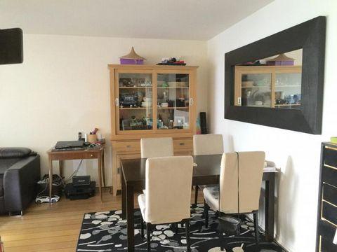 Exclusivité, Carnot-Gambetta, appartement de 3 pièces au 2ème étage d'u€™ne résidence de l995 avec ascenseur. Entrée avec placard, cuisine aménagée (Mobalpa) et équipée, Séjour parqueté ouvrant sur terrasse de 10m2 , 2 chambres avec placard ouvrant é...