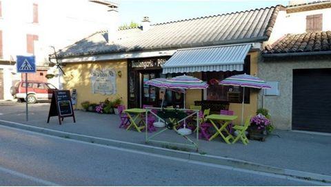 En plein centre du village de Barrème, très bel emplacement pour cette boulangerie pâtisserie d'une surface de 130 m² et une terrasse extérieure. En face de la place principale et de plusieurs commerces. Vous serez séduit par ce commerce.Idéal pour u...