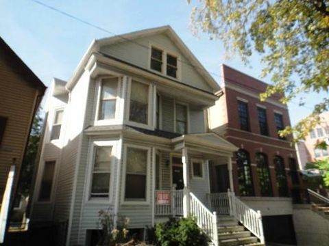 Just 3 short blocks from new Paulina Brown Line -- steps from Southport's finest! Bright and Sunny First Floor Walk-up! 2 Br (1 Large) /1Ba. Living Rm, Separate Dining Rm, Large Eat-in kitchen, with walk-in pantry. Stove, Microwave, Dishwasher and Re...