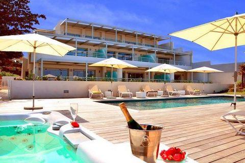 Face à la mer, avec un accès direct sur la plage de sable blanc et à 250 mètres du coeur de l'Ile-Rousse, la Résidence Dary vous propose un hébergement luxueux dans un environnement exceptionnel. Les appartements de haut standing de la Résidence béné...
