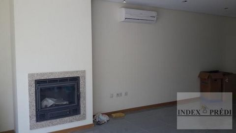 M4 fantastic villa, situated 3 minutes from the center of Aveiro, in quiet urbanization and very sunny, with 360,0m2 building surface. The architectural language is presented groomed and dominated on the outside, the white, the glass and the stainles...