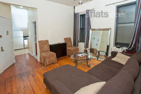 Nice 3-bedroom apt. featuring 3 Private Rooms. Charming Room in 3 bedrom apt. in Manhattan Rental plus 20 additional for each guest per room. 1 block from 1/a/b/c/d trains within 15 mins of mid-town, theatre district, Macys, Museum mile, etc. 15 bloc...