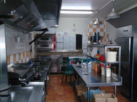 Au Grau du Roi, face à la Mairie et à 20 m de la Mer, ce commerce de restauration rapide est exploité dans un local de 90 m2 avec une vitre de 12 ml. L'exploitation peut se faire soit comme actuellement ou sous la forme d'un restaurant pouvant conten...