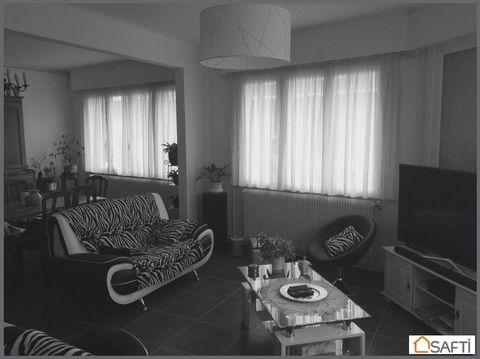 Maison de ville, proche des écoles, dans un secteur très recherché de Petite Synthe. Salon séjour donnant sur cuisine ouverte équipée de 51 m2, 2 chambres au rez-de-chaussée de 12 m2 avec salle de douche, hall d'entrée de 10 m2, WC, garage, cour de 2...