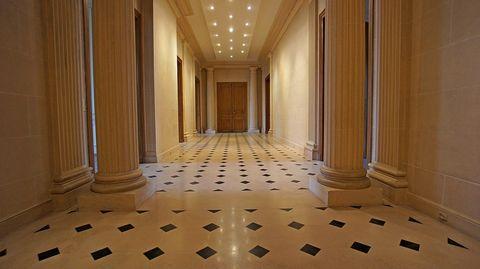 PONT DE L'ALMA ! EXCEPTIONNELDans un immeuble de trcs grand standing de type haussmannien situé au 3ème étage, un somptueux appartement de réceptions bénéficiant d'un agencement exceptionnel. Les prestations sont de grandes qualités avec des boiserie...