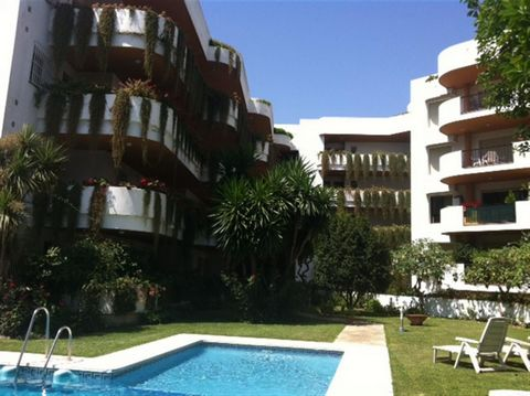 Nice and renovated 2 bedroom apartment in Nueva Andalucia, walking distance to the beach in Puerto Banús, comercial areas and Port. Recently renovated apartment in one of the best location of the Costa del sol, underground parking, hidromassage in bo...