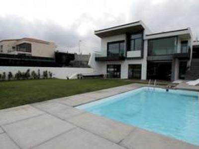 1.400.000€ VENTA Chalet de lujo en la comunidad residencial exclusiva Telde Venta de chalet de lujo de 1 año, en comunidad residencial exclusiva, con vistas al campo de Golf. La casa tiene 450 m2 bien distribuidos, muy luminosa y espacios amplios en ...