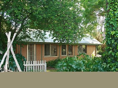 Birch Studio is a unique mud brick unit which is nestled in extensive private gardens of Birch House. The luxurious couple accommodation is fully self contained, has a queen bed, a fully equipped kitchen, cathedral ceilings, and a wood fire. Rates: w...