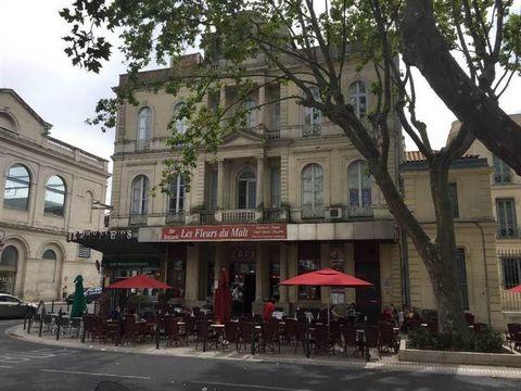 NIMES centre, emplacement n°1, murs commerciaux 96 m² loués bar, bureaux de tabac, loyer annuel 19200 € HT HC, quartier gare, idéal investisseur ...