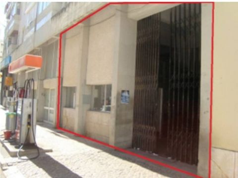 Wide area for commercial property with potential for development of activities in which tourism is the target audience.   Foot too high right with trapdoor created with removable partition. Windows that allow a good interior lighting, toilet, several...