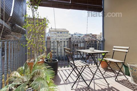 Wonderful flat located in the most chic neighbourhood of Barcelona : Eixample Dreta. 110m2, 2 min walking to Passeig de Gracia. Authentic & stylish flat with 2 bedrooms plus seperatable living room w/ sleeping couch, balconies & 8 sqm terrace. The sp...