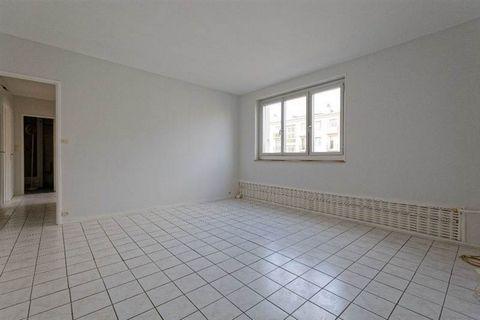 BOULOGNE - Bellevue - 3 pièces de 50m2. Entrée, salon, 2 chambres, salle d'eau, cuisine séparé, wc séparés et pour finir, une cave. A voir vite.