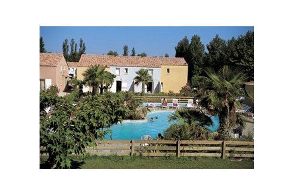 Vendres, un lieu de baignade dédié au soleil et à la mer se trouve entre Béziers et Narbonne. Il possède une agréable plage de sable d?une longueur de 4 km. Vendres Plage est un endroit animé où vous trouverez de nombreuses animations telles que le c...