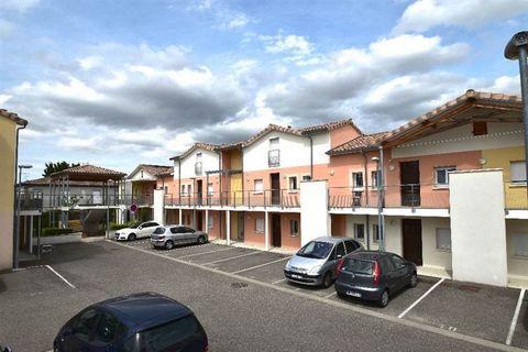 EXCLUSIVITE : Bel appartement T2 sur la commune de Castelculier, proche des commodités, dans une résidence avec parking.. Au 1er et dernier étage, vous disposerez d'une pièce de vie avec son coin cuisine, une chambre, une salle d'eau, wc. Un balcon a...
