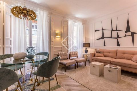 Be the first to live in this excellent 1-bedroom apartment, available for rent after its brand-new renovation. The property is beautifully decorated with modern furniture and with very personal touches. It has 3 small balconies that overlook a very q...