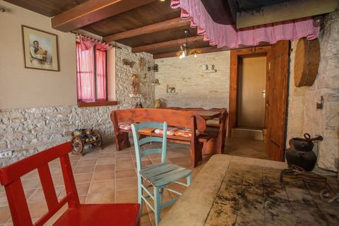 Holiday home Eleonora is a pleasant holiday home with private swimming pool in the village of Manjadvorci, in the south of Istria. Thanks to its ideal location you'll have a relaxing and unforgettable holiday here. There are many marked bike trails i...