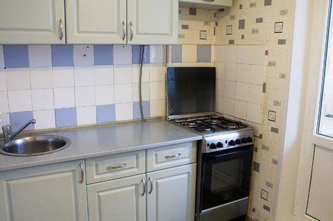 Код объекта:67555 Квартира в отличном состоянии. Из мебели кухонный гарнитур. Идеальный вариант для людей со своей мебелью и бытовой техникой. На длительный срок. Жуковского ул.