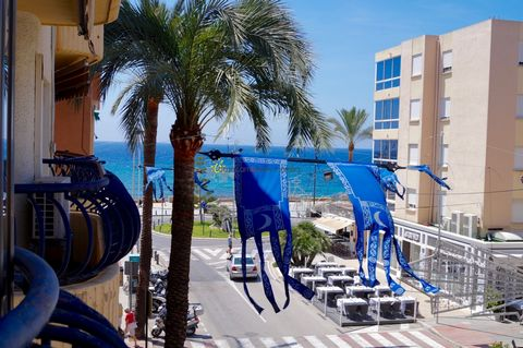 This three bedroom apartment in Moraira Centre is located in Morairas main road Av. de Madird. Located close to the sea this apartment is either ready to move in or a perfect property to be refurbished in order to raise it´s value. The aprtment is lo...