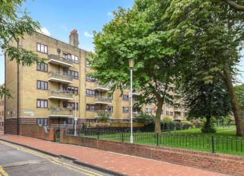 Well-presented flat situated on the ground floor of Amwell Court Estate in Manor House. Benefiting with an excellent location, large garden and good size bedrooms. The property comprises of two double bedrooms with large windows, one charming recepti...