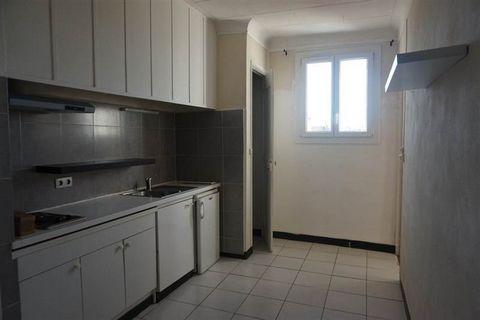 Appartement T2/3 de 32.30m2, en centre ville, situé cours Sextius donnant sur le coté calme en 3eme étage sans ascenseur, composé d'une cuisine aménagé, deux pièces, une salle d'eau et wc indépendant. CLASSE ENRGIE E Libre au 1er Octobre 2017 LOYER 6...