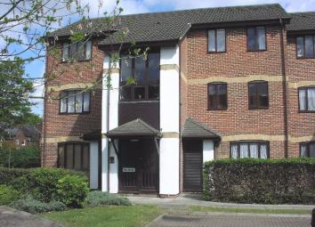 * Available Now * An furnished one bedroom first floor apartment located within Reading Town Centre. The property provides easy access to the mainline train station, the Oracle complex and the M4 Motorway. * Lounge * Kitchen * Double Bedroom * Bathro...