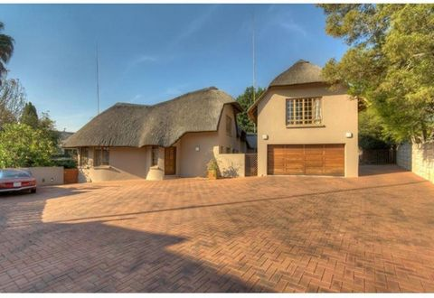 Situated up a pan handle in Buccleuch this renovated thatch home offers all you need and more. Automated gates into property with plenty of paved parking space and a double automated garage. Enter through a lovely open plan lounge and dining area wit...