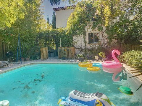 Cannes Basse Californie, à pied des plages de la Croisette et des commerces, superbe maison récente (2010) sur terrain de 525 m² avec piscine. Grand séjour de 60 m²,3 chambres, unesalle de bain+ une salle de douche, bureau,nombreux rangements (dressi...
