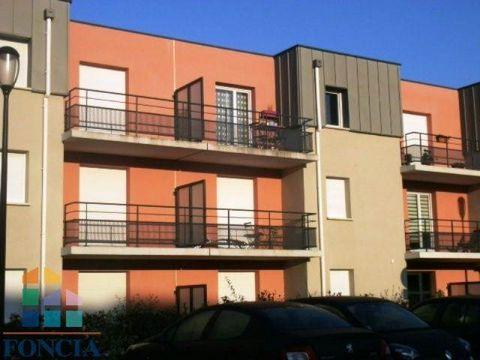 DOUAI , agréable résidence récente, avec espaces verts , sécurisée, T3 situé au 1er étage avec balcon , deux places de parking et composé d'une entrée, séjour avec coin cuisine 2 chambres, une salle de bains, un wcAssurance Multirisques Privilège com...