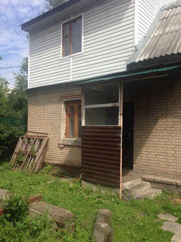 Сдается часть дома с отдельным входом в черте города.В доме 3-и комнаты, с/у , имеется вся необходимая мебель для проживания. Рассматриваются славянские семьи.