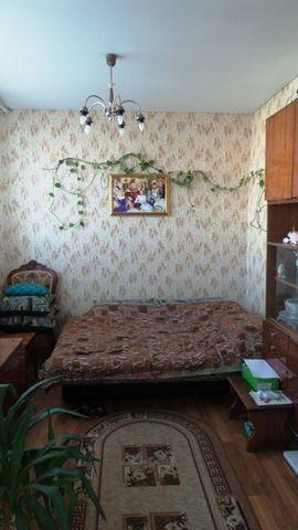 2-х уровневая квартира, площадь 70,30 кв.м., выделено 3 комнаты, 2 сан.узла, есть лоджия- остеклена пвх окнами. в квартире произведен ремонт, навесные потолки. 1 этаж: кухня-гостиная+ комната+ с/у. 2 этаж: 2-е раздельные комнаты+ с/у. Отличная планир...