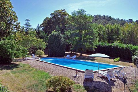 Bienvenue en Périgord Noir ! Cette jolie maison vous offre une prestation de qualité, située sur la commune de Marcillac Saint Quentin, proche de Sarlat, charmant village en Périgord Noir à environ 70 km de Bergerac, 60 km de Périgueux, 20 km de Mont...