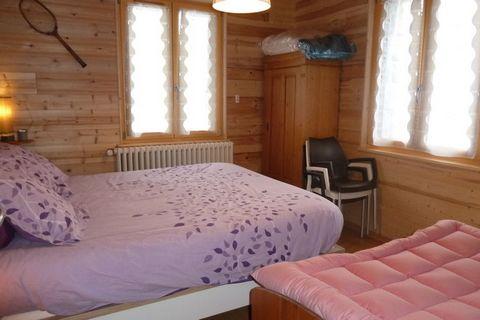 Cet appartement pour cinq personnes fait partie d'un très petit complexe avec 10 appartements. Votre appartement se trouve au rez-de-chaussée, vous pouvez donc profiter rapidement le soleil d'hiver et le soleil tan. Il y a deux chambres. Dans la cuis...