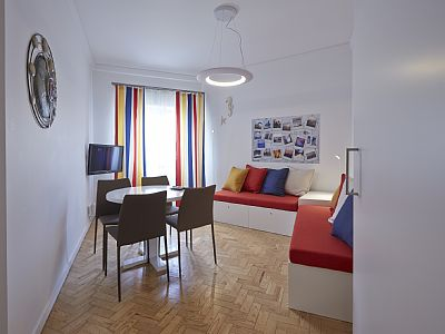 The apartment is located in the center of the picturesque fishing village of Ericeira, fully refurbished, equipped and decorated in order to provide its guests unique conditions of comfort and convenience.