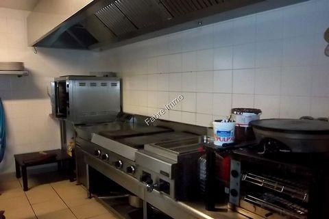 Pezenas, brasserie restaurant 200m² environ 80 couverts + bar tout équipé, terrasse 35 places + bar + salle interieur 44 places. cuisine équipée four, bain marie, 4 feux, friteuse, crepière, 2 micro-ondes + réserve 1 frigo, 2 congelateurs. moyennne 3...