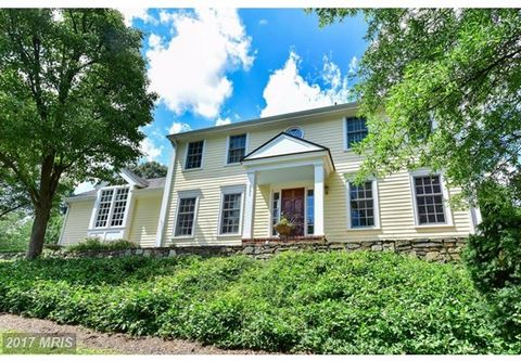 Immensely Charming New England Colonial Impressively Sited Atop A Hillside. Spacious Room Sizes, Fine Moldings, Plantation Shutters & Hardwood Floors Throughout. One Of The Best Kitchens in Alexandria With Inviting Fireplace, Vaulted Ceilings & Top-O...
